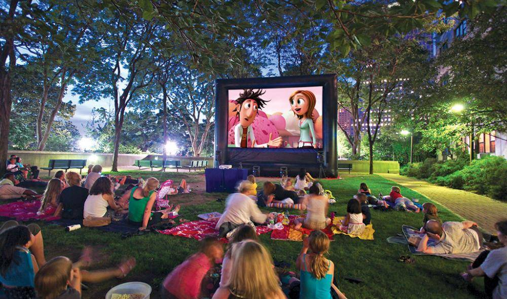 Christmas Edition : Open air movie night for Kids + DIY games